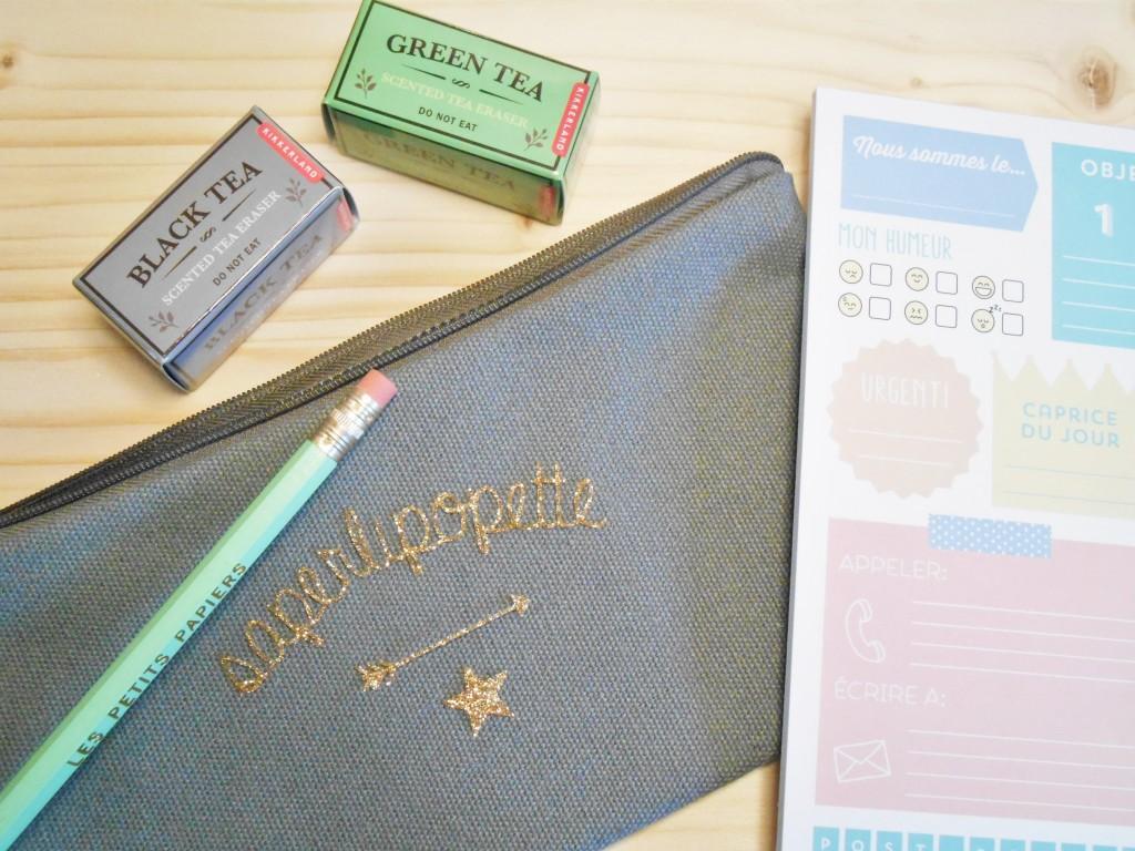 Trousse et motifs glitter, gommes fantaisie, bloc-notes et crayon mint