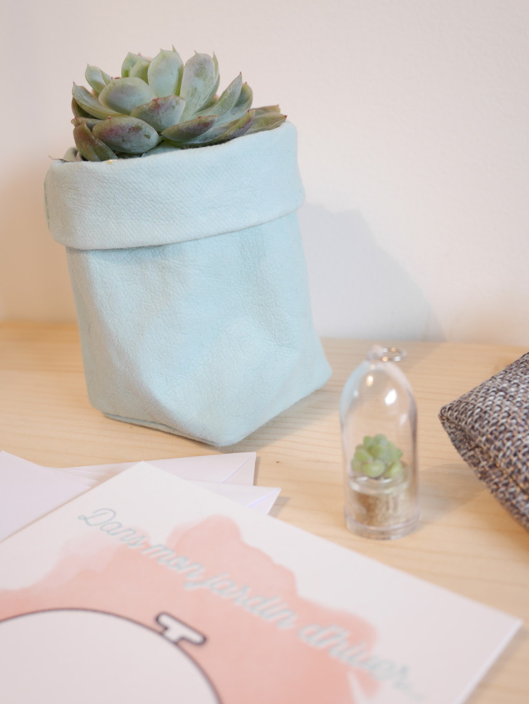 Cache pot ou pot à crayon en papier aspect cuir dans la box Saperlipapier